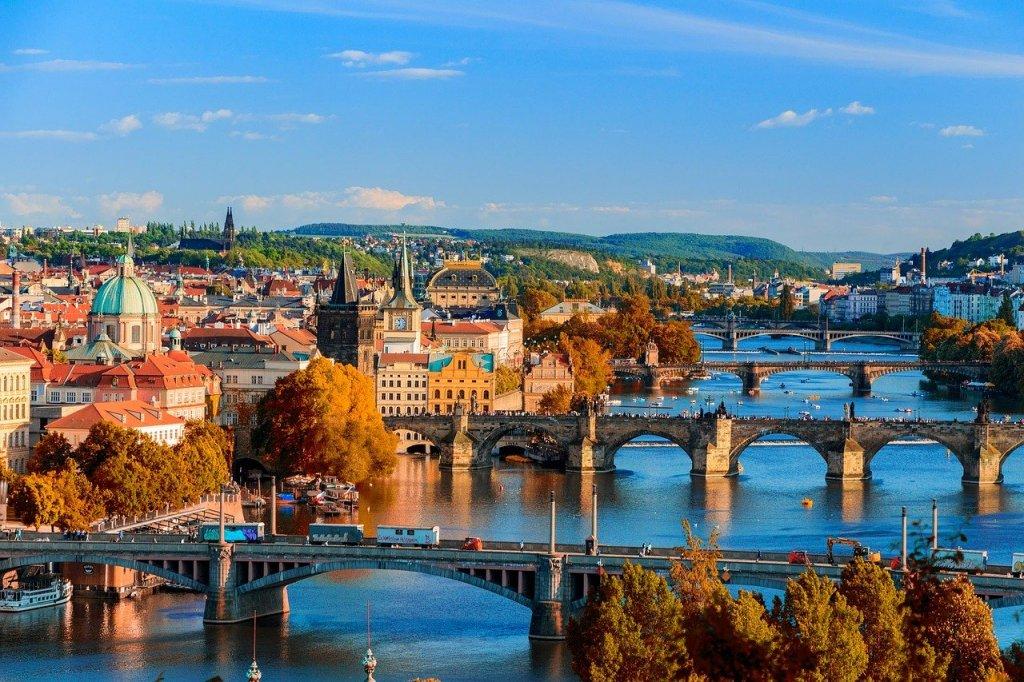 Tschechien hebt die Corona-Ausgangbeschränkungen auf. Prager Gericht erklärt Maßnahmen für rechtswidrig.